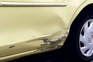 傷だらけの車